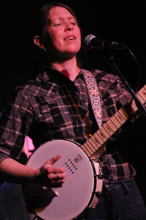 Erin Ross playing banjo at the Slice, Feb. 23. photo by Richard Amery