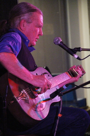 Ken Hamm plays the Lethbridge College Cave for the Lethbridge Folk Club, April 27. Photo By Richard Amery